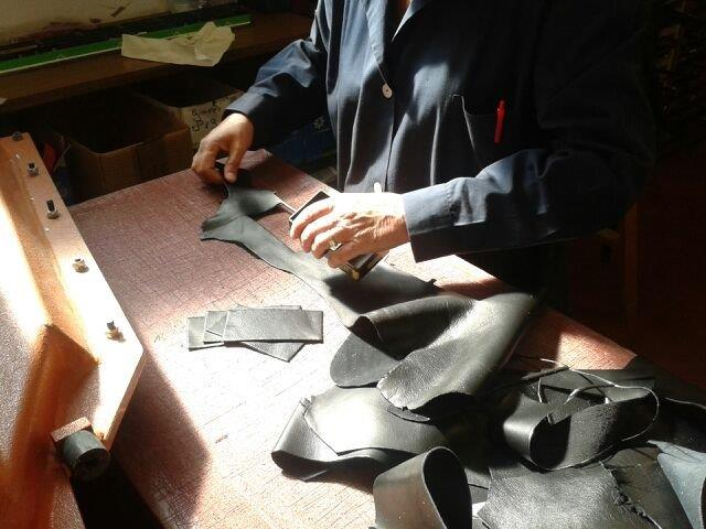 shaping and cutting leather with fustella (1)